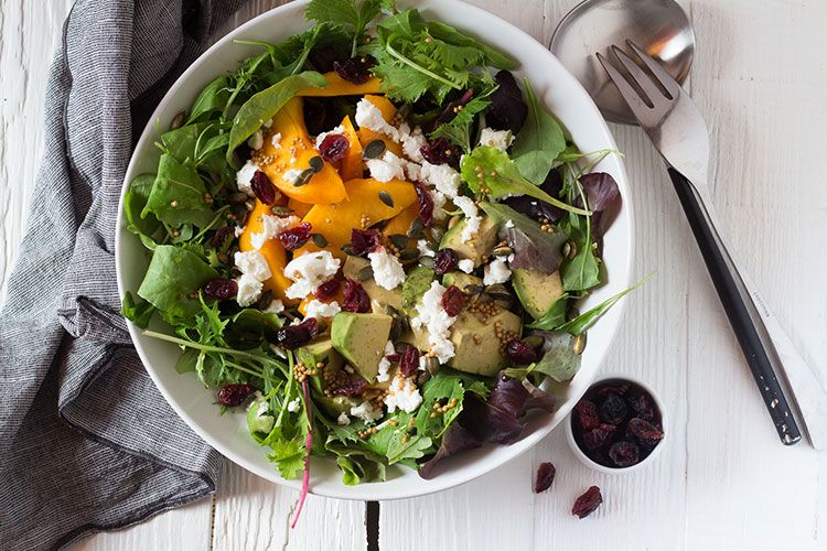 Insalata con percoche avocado e cranberries