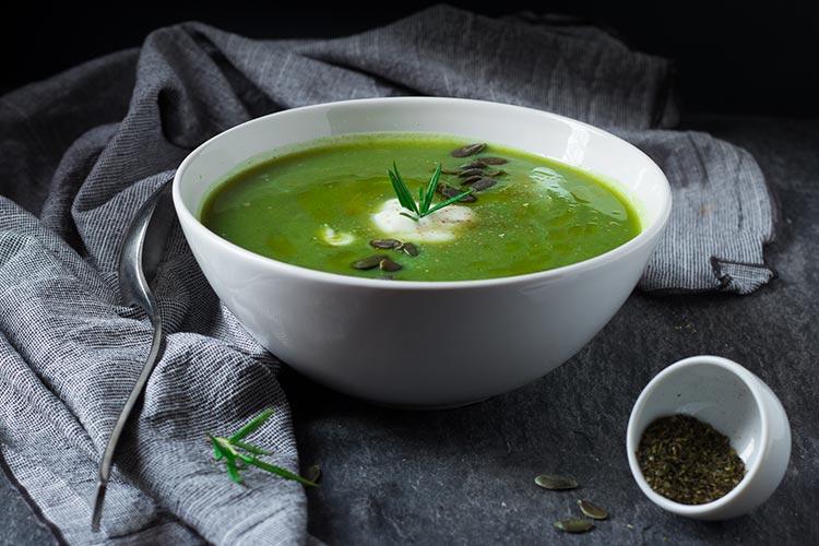 zuppa al the verde angolazione diversa